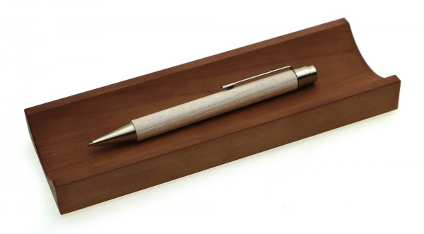 Kugelschreiber Vivo gekalkt in Stifteschale Birne.jpg